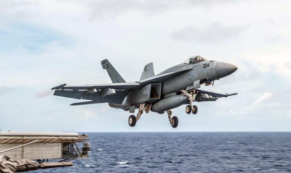 An F/A-18E Super Hornet.