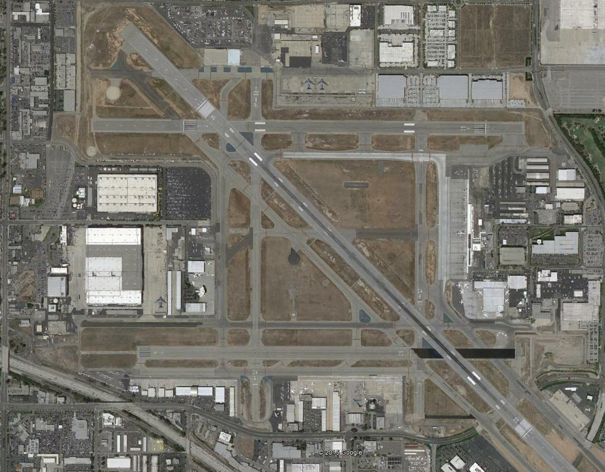 Long Beach Airport. The facilities that previously housed the C-17 production line are to the left. A C-17 is actually visible next to the main assembly plant in this satellite image from 2015.
