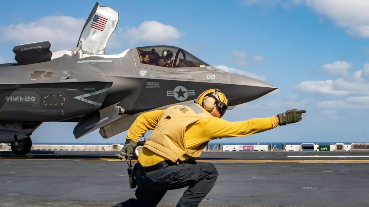 An F-35B prepares to take off from the <em>Wasp</em>-class amphibious assault ship USS<em> Essex</em> for an operational mission in 2018.
