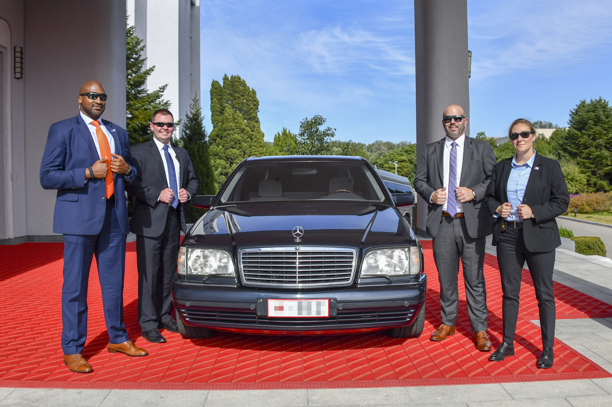 Diplomatic Security Service (DSS) agents surround a late 1990s S600 used to transport State Department head Mike Pompeo to meet with Kim Jong Un in Pyongyang.