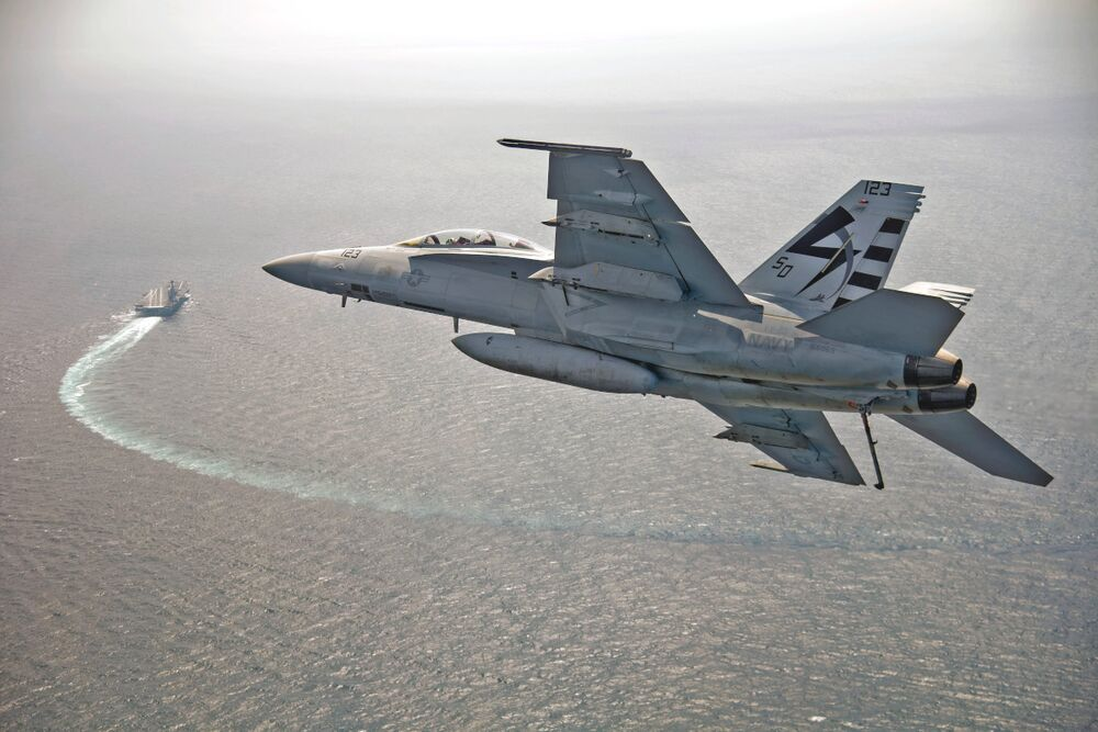 An F/A-18F Super Hornet comes in to land on <em>Ford</em> during testing.